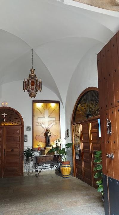 entrada Casa Familiar Virgen de la Montaña Hh Ff de la Cruz Blanca lares laresextremadura